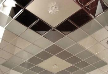 Легкие металлы отлично подойдут для устройства зеркальных плиточных конструкций