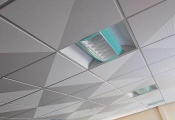 Модульный потолок из плит с красивой рельефной фактурой
