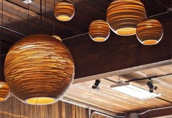 Цена на светильник ручной работы из дерева будет немаленькой