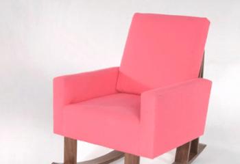 Кресло для девочки, ориентировано на комнату в сиреневых оттенках