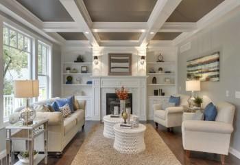 Контрастное оформление потолка в гостиной