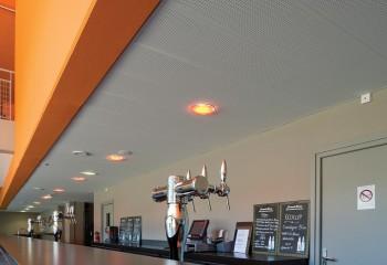 Перфорированный потолок подвесной в баре