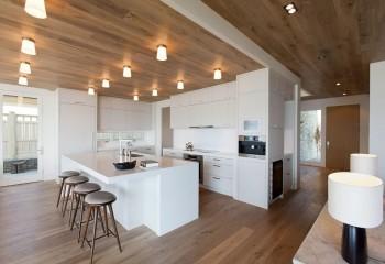 Напольный ламинат в дизайне потолка