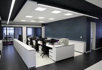 Стеклянные вставки позволяют улучшить освещение