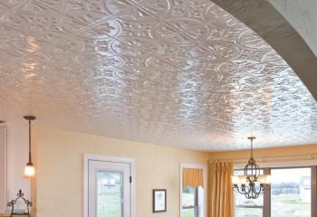 Плита потолочная Киндекор в дизайне гостиной