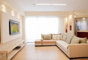 Лаконичное оформление современного интерьера гостиной