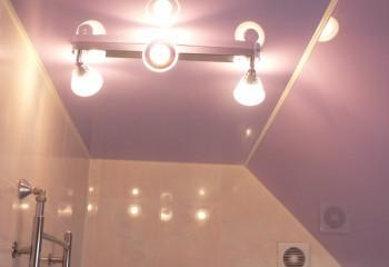 Освещение ванной комнаты софитами