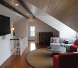Потолок на мансарде: деревянный, обклеенный обоями, отделанный пластиком