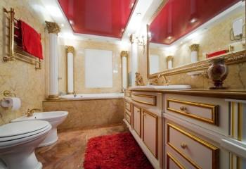 Пример красного глянцевого потолка