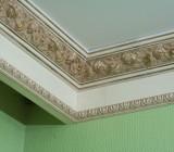 Потолочный плинтус: как выбрать по размеру, и где применяют те или иные элементы декора