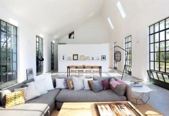 Простая подшивка гипроком потолка частного дома