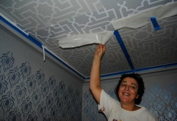 Геометрический рисунок на потолке
