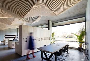Объемная конструкция на бетонном основании