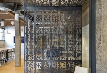 Зонирование помещения перфорированными панелями