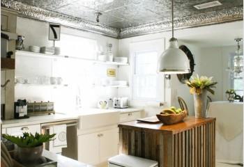 Серебряный потолок на кухне