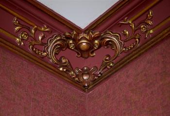 Вариант покраски потолочного карниза в цвет стен