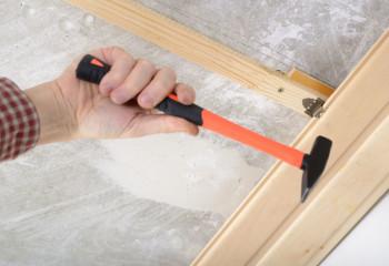 Хоть это и не банный потолок, но узел крепления доски к обрешётке кляймером хорошо виден