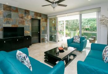 Матовый потолок подходит практически для любого варианта дизайна: стиль фьюжн