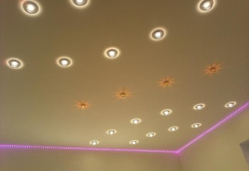 Композиция из встроенных светильников