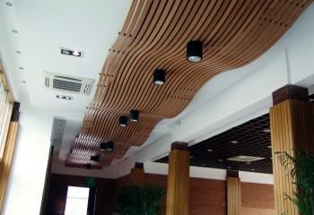 Реечные потолки деревянные
