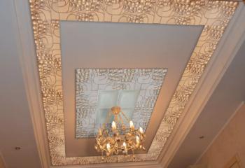 Оформление подвесной гипсокартонной конструкции при помощи декоративных объемных плит