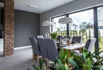 Гармоничный интерьер может обойтись и без сложных конструкций на потолке