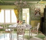 Потолочные обои в интерьере: как оформить комнату недорого и красиво