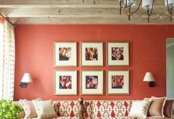Поперечные полосы или балки зрительно сделают комнату шире
