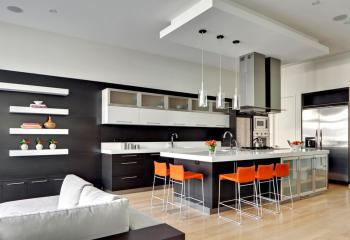 В подвесном потолке встроены и освещение и акустическая система