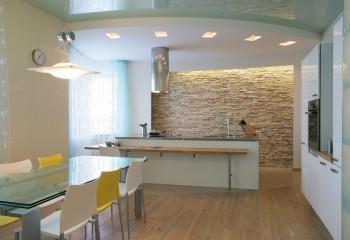 Комбинированный потолок из разных материалов