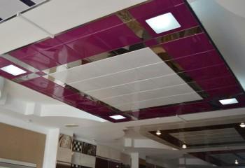Выделение функциональных зон в помещении с помощью контрастных по цвету кассет