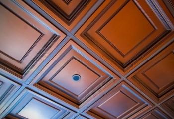 Пенополистирольная плитка, имитирующая деревянные панели