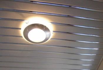 Потолок из перфорированных реек