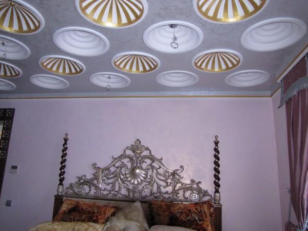 3Д обои на потолке
