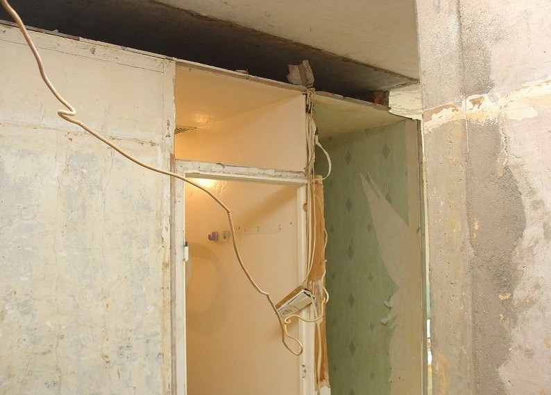Санкабина ограничивает высоту ванной в типовой квартире значением 2,2 - 2,4 метра