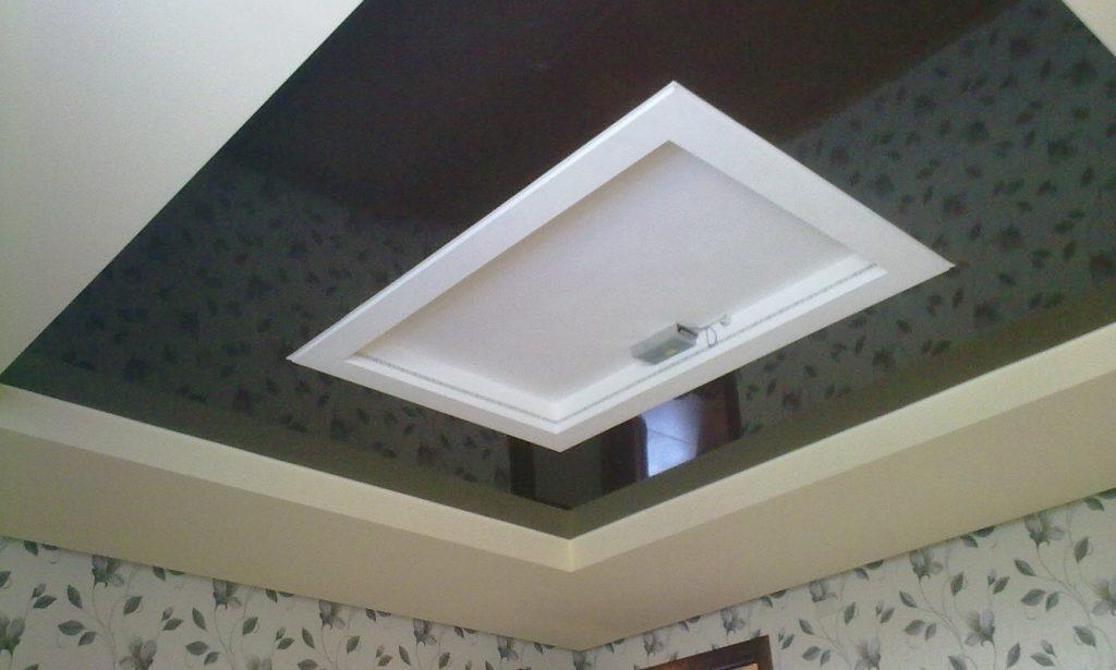 Установленный в натяжной потолок люк