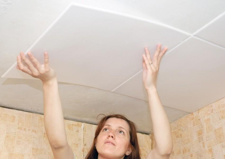 Как правильно наклеить плитку на потолок – главное, строго следить за швами