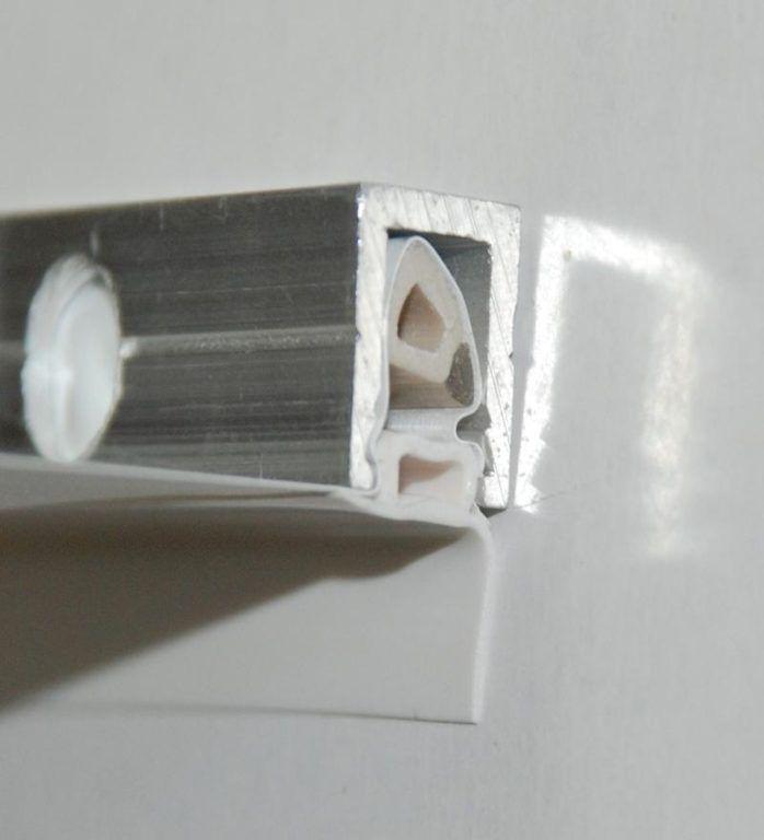 На фото – профиль, изготовленный из алюминия, штапик (клин) и декоративная заглушка, сделанные из ПВХ