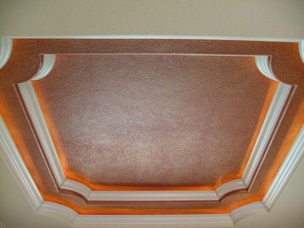 Двухуровневый кессон по центру потолка
