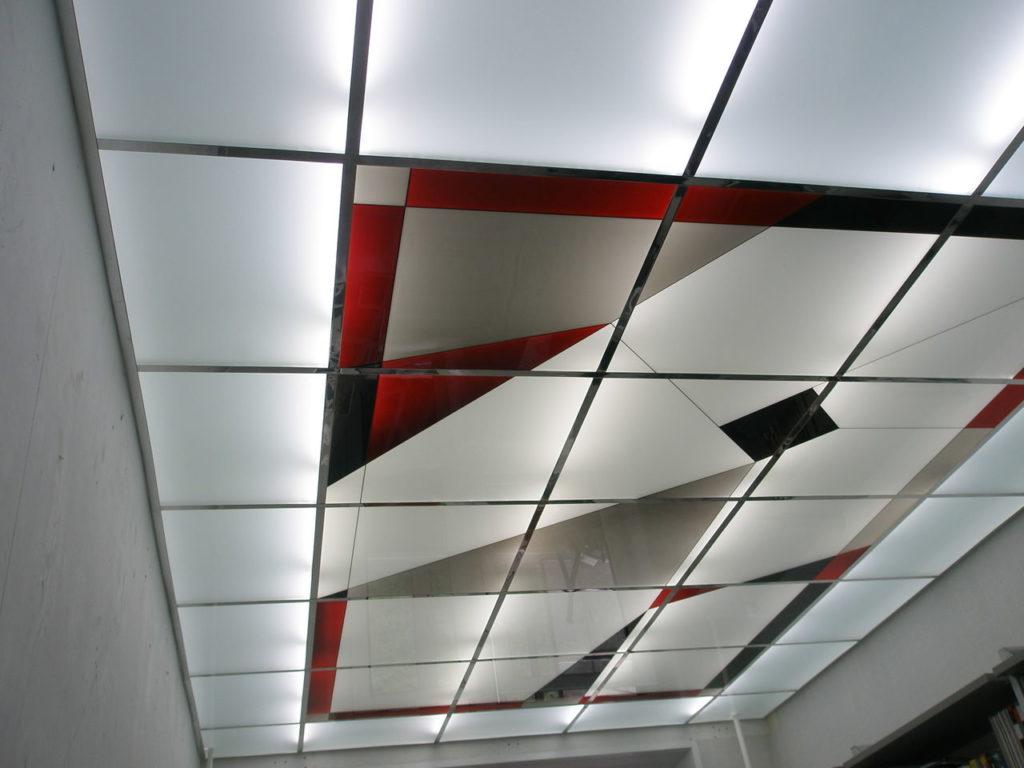 Потолок Армстронг с витражами