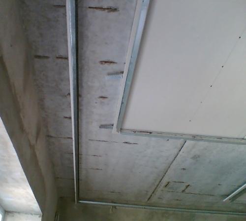 Монтаж первого уровня потолка