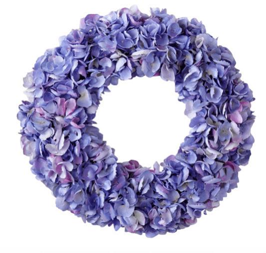 Искусственные цветы: декор на окрашенную в оттенки сиреневого дверь