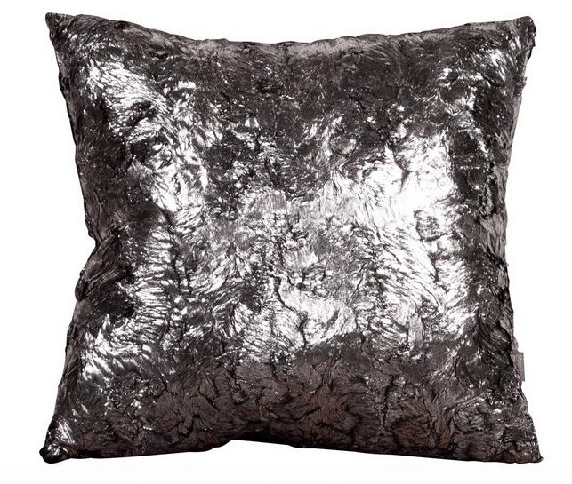 Подушка для арт-деко: сочетайте на приглушенных стенах с металлизированным текстилем для окон