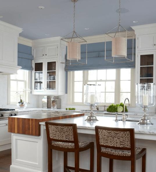Бледно-голубой и серо-голубой на кухне с намеком на прованс