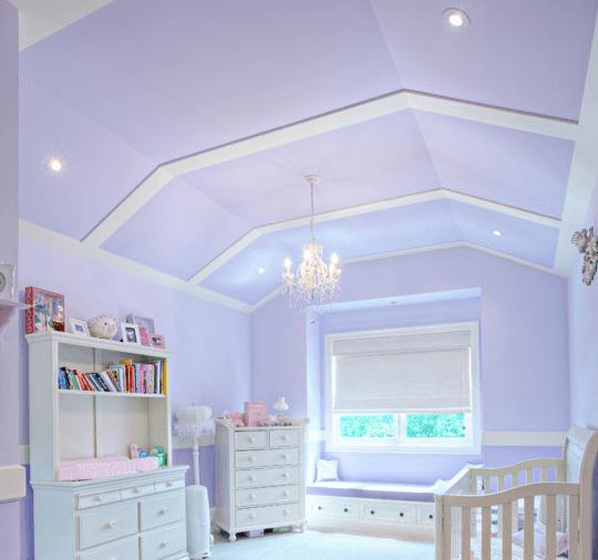 Осветленный серо-лавандовый в комнате малыша дарит нежность и уют