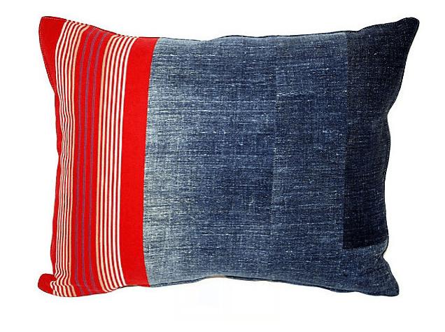 В американо-английские интерьеры сиренево-фиолетовой гаммы впишите тематические подушки