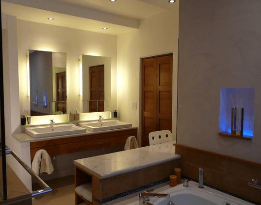 Глэм-ванная комната: подсветка, как в гримерке артистов