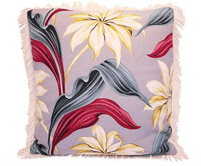 Продолжайте цветочную сиреневую тему в домашнем текстиле