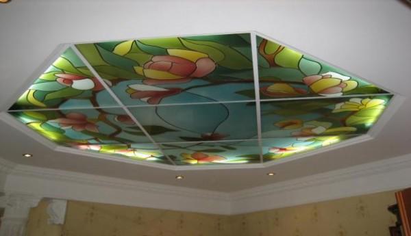 Акриловое стекло с цветной наклейкой