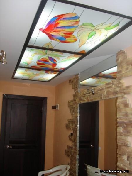 Акриловый потолок в прихожей